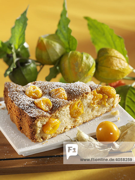 Stück Mandelkuchen mit Physalis - Rezeptdatei vorhanden Stück Mandelkuchen mit Physalis - Rezeptdatei vorhanden
