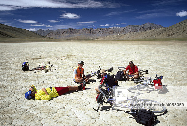 Mountainbikers resting in a dried out lake  Highland Moors  Ladakh  Himachal Pradesh  India  Asia