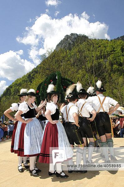 Volkstanz  Trachtenaufführung  Ruhpolding  Chiemgau  Bayern  Deutschland  Europa