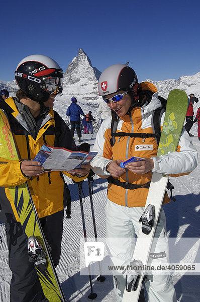 Skifahrer am Gornergrat  Matterhorn  Zermatt  Wallis  Schweiz  Europa
