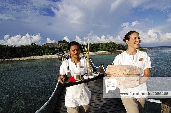 Aquum Spa attendant  Full Moon Resort  Malediven  Indischer Ozean