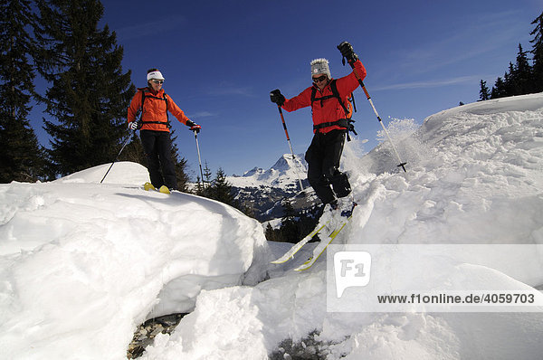 Skifahrer  Gstaad  Westalpen  Berner Oberland  Schweiz  Europa