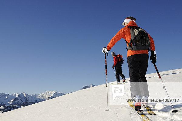 Skibergsteiger  Zweisimmen  Rueblihorn  Gummfluh  Saanenland  Gstaad  Westalpen  Berner Oberland  Schweiz  Europa