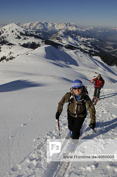 Ski hikers on a tour up Mount Brechhorn  view of the Wilder Kaiser Range  Spertental Valley  Tyrol  Austria  Europe