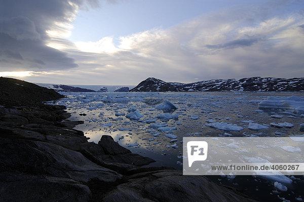 Inlandeis  Brücknergletscher und Eisberge im Johan-Petersen-Fjord  Ostgrönland  Grönland