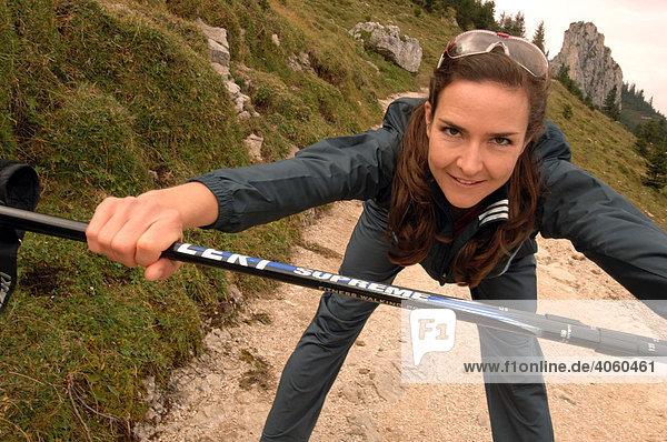 Frau beim Running  Nordic Walking  Kampenwand  Chiemgau  Oberbayern  Bayern  Deutschland  Europa
