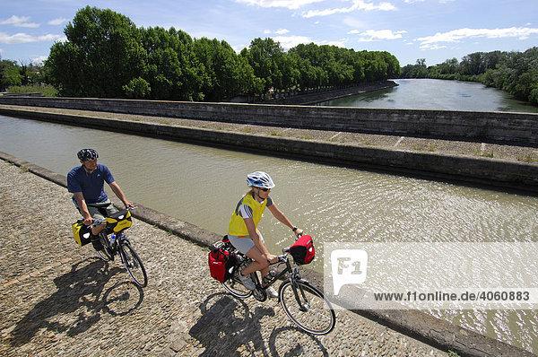 Radfahrer  Beziers  Canal du Midi  Midi  Frankreich  Europa