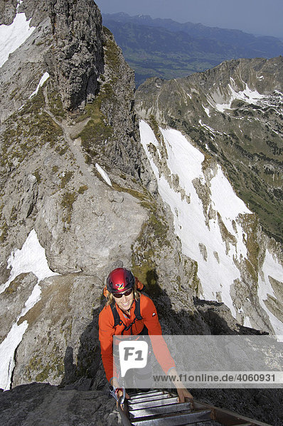 Kletterer am Hindelanger Klettersteig  Oberstdorf  Allgäu  Bayern  Deutschland  Europa