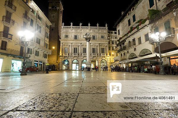 Piazza delle Erbe  Altstadt von Verona  Italien  Europa