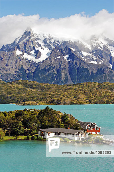 Unterkunft Hosteria Pehoe am Pehoe See  Torres del Paine Nationalpark  Patagonien  Chile  Südamerika