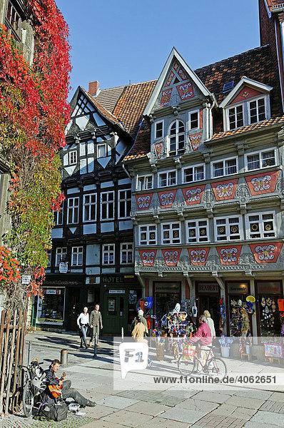 Fußgängerzone und Fachwerk-Haus  Stadt Quedlinburg  Weltkulturerbe der UNESCO  Sachsen-Anhalt  Deutschland  Europa