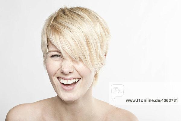 Kurzhaarige Blondine