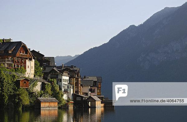 Houses in village of Hallstatt near Hallstaetter Lake in Hallstatt-Dachstein-Salzkammergut  World Cultural Heritage Landscape  Upper Austria  Europe
