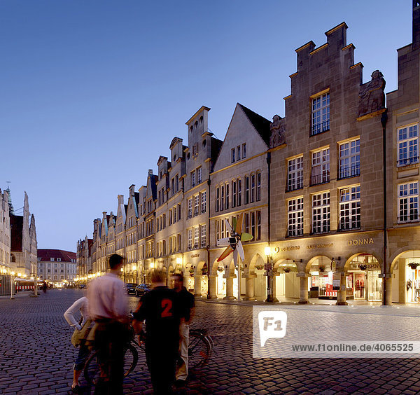 Prinzipalmarkt with a group of people  Muenster  Muensterland  North Rhine-Westphalia  Germany  Europe