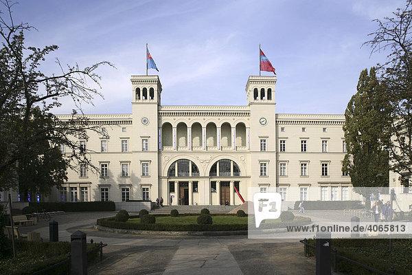 Museum für Gegenwartskunst im ehemaligen Hamburger Bahnhof  Berlin  Deutschland  Europa