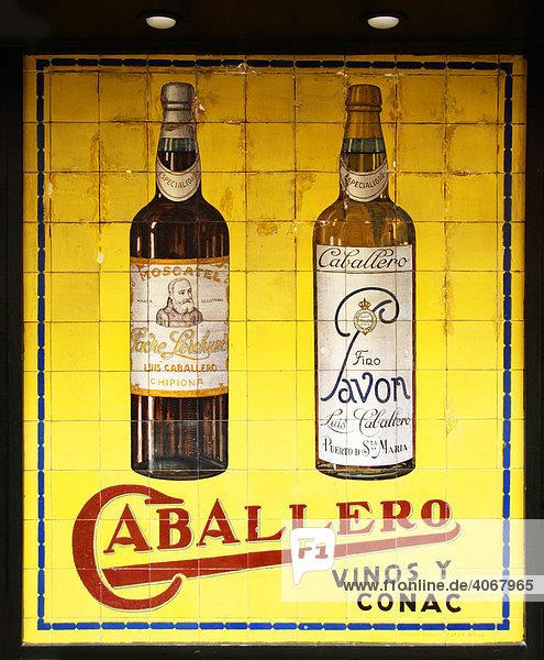 Altes spanisches Werbeplakat für Bier  Sevilla  Andalusien  Spanien  Europa Altes spanisches Werbeplakat für Bier, Sevilla, Andalusien, Spanien, Europa