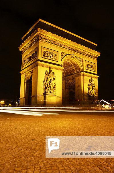 Arch de Triomphe bei Nacht  Paris  Frankreich  Europa