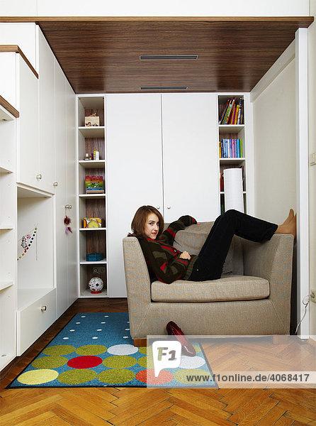 Junges Mädchen in ihrem Zimmer