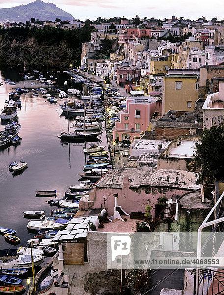 Fischerhafen  Procida  Italien  Europa