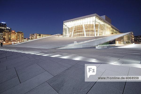 Begehbares Dach aus Carrara Marmor der Oper in Oslo  Norwegen  Skandinvaien  Europa