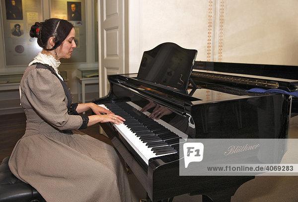 Schuhmann-Haus  Clara Schumann  Sopranistin Ulrike Richter  Leipzig  Sachsen  Deutschland  Europa