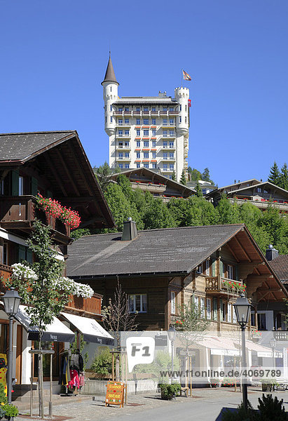 Grand Hotel Palace Hotel und Stadtzentrum von Gstaad  Berner Oberland  Gstaad  Schweiz  Europa