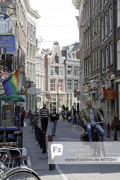 Grachtenhäuser  Geschäfte in der Zeedijk Straat  Centrum  Amsterdam  Niederlande  Europa