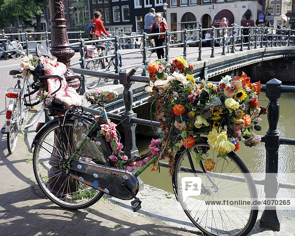 Bicycle decorated with flowers  Singel Gracht  Amsterdam  Netherlands  Europe