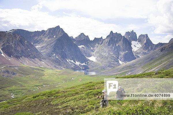 Wanderer in den Tombstone-Bergen  Tombstone Territorial Park  Yukon Territory  Kanada
