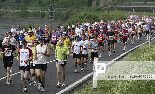 Mittelrhein Marathon im UNESCO-Weltkulturerbegebiet Mittelrheintal zwischen Oberwesel und Koblenz  Rheinland-Pfalz  Deutschland  Europa