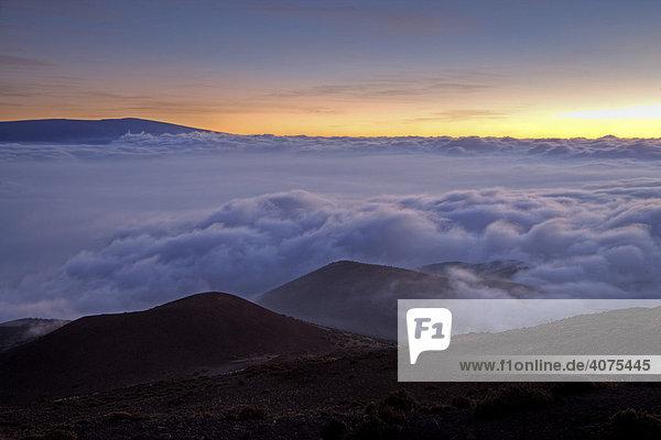 Sonnenuntergang am Vulkan Mauna Kea auf Big Island  Hawaii  USA
