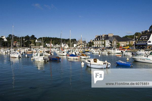 Boote im Hafen von La Val-Andre  Bretagne  Frankreich  Europa
