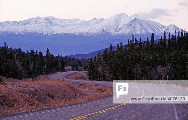 Alaska Highway  Yukon Territorium  Kanada  Nordamerika
