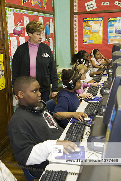 Fourth grade students in the computer lab at Guyton Elementary School  Detroit  Michigan  USA