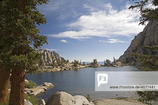 Lone Pine Lake  See auf über 3000 m Höhe auf dem Mount Whitney im Sierra Nevada Gebirge  Inyo Nationalforst  Kalifornien  USA