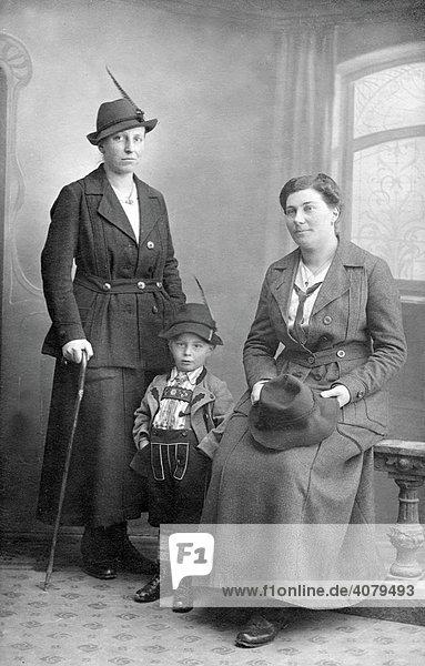 Familienfoto  historische Aufnahme  ca. 1920