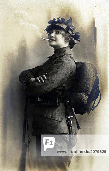 Historische Aufnahme  Frau als Soldatin