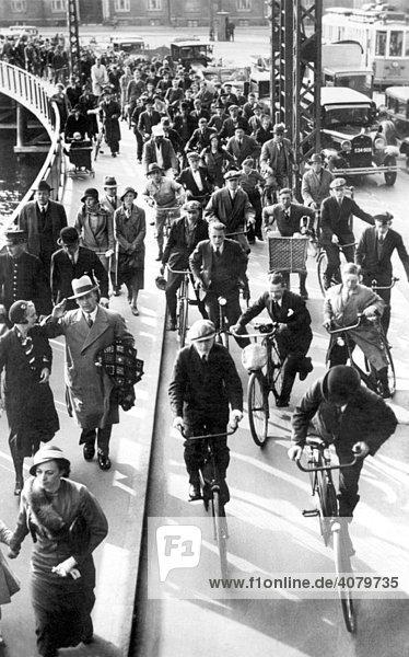 Historische Aufnahme  Straßenszene  ca. 1920