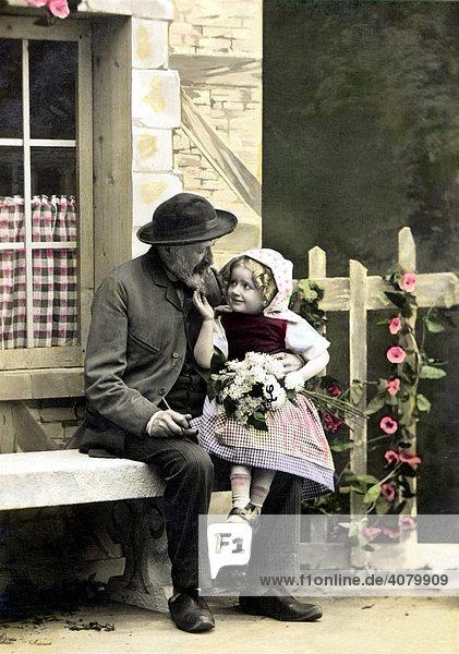 Historische Aufnahme  Opa mit Enkel in Tracht  ca. 1920