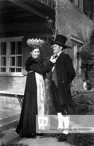Historische Aufnahme  Paar in Schwarzwaldtracht  ca. 1920