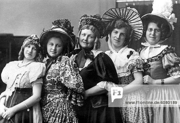 Historische Aufnahme  Frauengruppe  ca. 1905