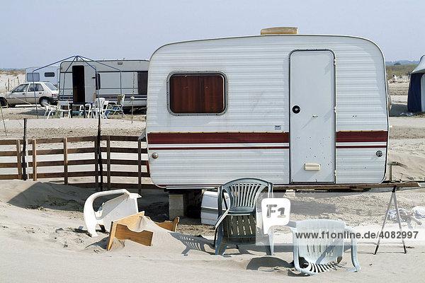 Frankreich  FRA  30.07.2005: Auf einem Campingplatz in Suedfrankreich am Mittelmeer.