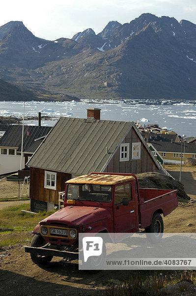 Alter Toyota Landcruiser Pick Up Geländewagen in der Siedlung Ammassalik Ostgrönland
