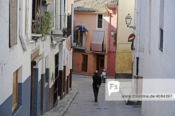 Mann  Straße  Altstadt  Xativa  Jativa  Valencia  Spanien