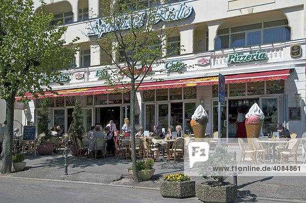 Insel Rügen Mecklenburg-Vorpommern Deutschland Binz Touristengeschäfte und Cafe