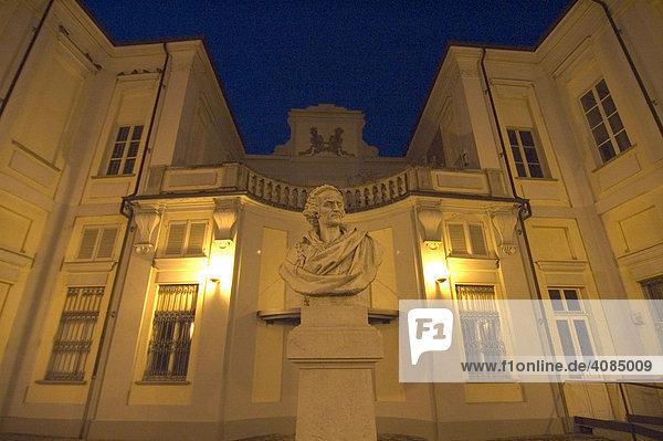 Asti Piemont Piemonte Italien Dämmerung im Wohnhaus und Museum des Dichters Vittorio Alfieri