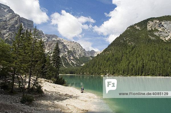 Am Pragser Wildsee Lago di Braies im Pustertal Südtirol Italien