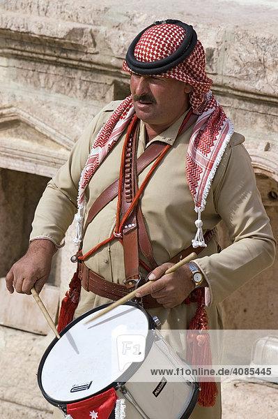 Jordanien Jerash Gerasa Araber Trommler