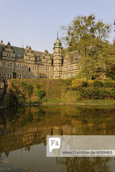 Schloss Hämelschenburg bei Emmerthal im Weserbergland zwischen Hameln und Bad Pyrmont Wasserschloss Niedersachen Deutschland