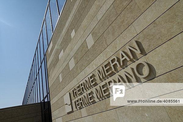 Meran Merano Südtirol Italien Neue Therme von Meran Schwimmbad Gebäude von Matteo Thun